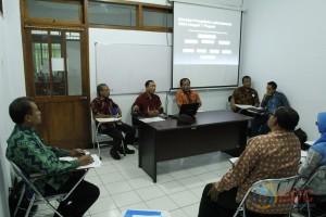 Masing-masing kelompok menyampaikan presentasinya